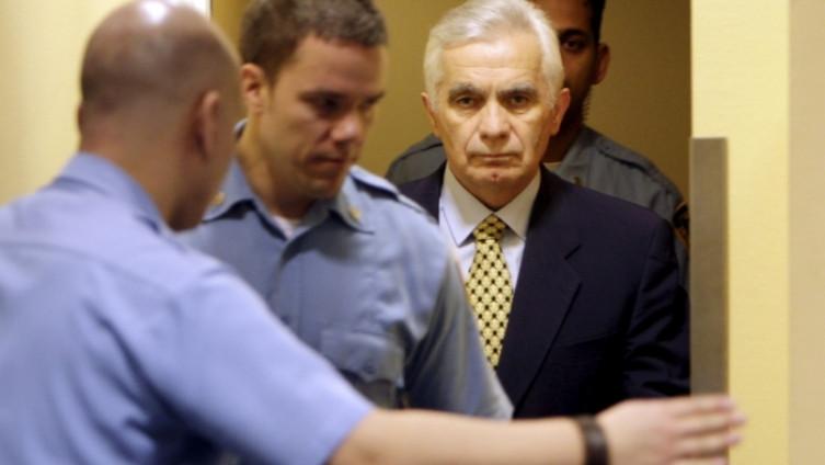 Po nalogu tužilaštva Haškog tribunala 2000. godine uhapsili su ga fracuski vojnici