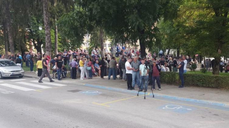 Građani se okupili pred zgradom Općine