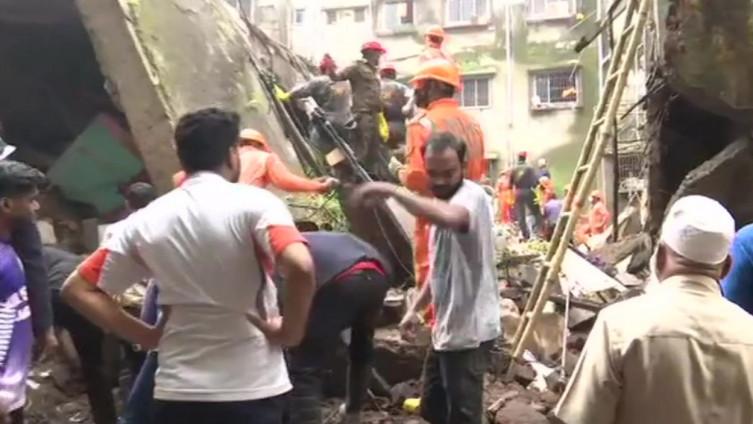 Spasioci su uspjeli spasiti otprilike 20 osoba