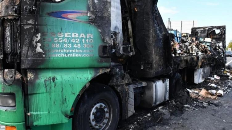 Kamion u potpunosti izgorio