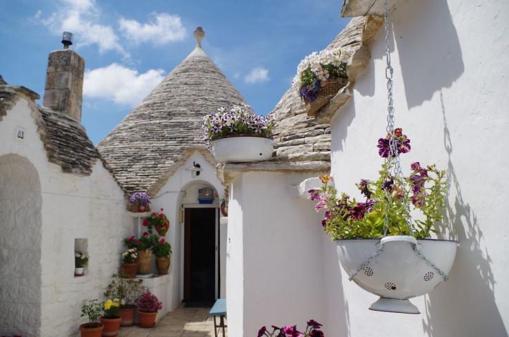 Slične građevine moguće je pronaći od Mediterana do Njemačke