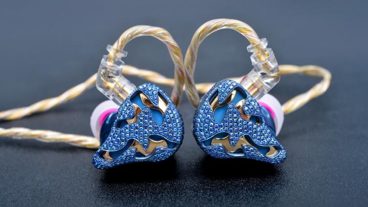 Za izradu jednog para slušalica potrebno je tri mjeseca
