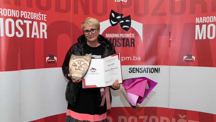 """Glumici Remiri Osmanović Stručni žiri festivala dodijelio je """"Malu lisku"""" nagradu za najboljeg glumca/glumicu večeri"""