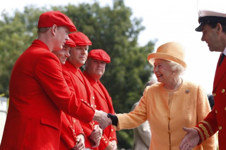 Kraljica naljutila poslugu novim božićnim planom