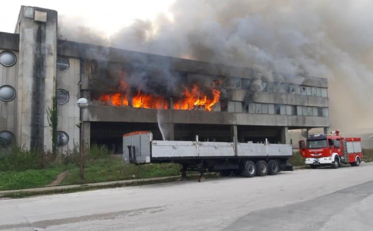 Vatrogasci u 21:30 sati ugasili požar