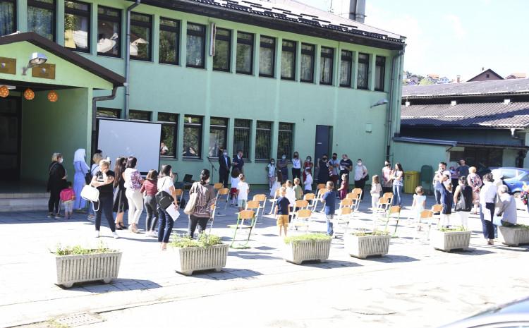 Nastava za osnovnu školu ostaje u kombiniranom modelu