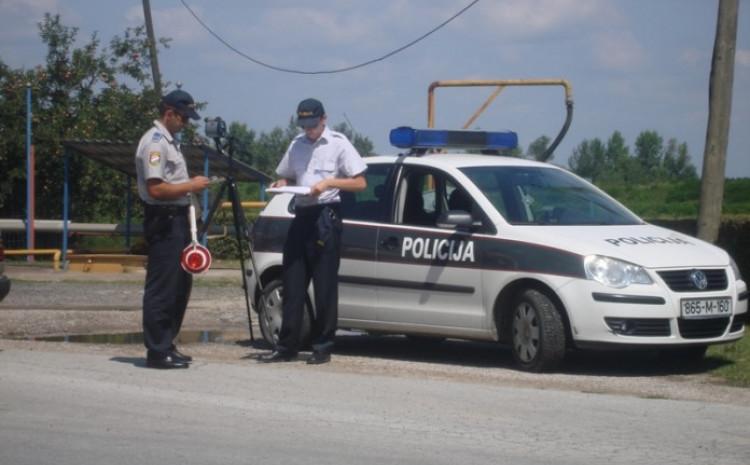 Policajci odbili da prime mito