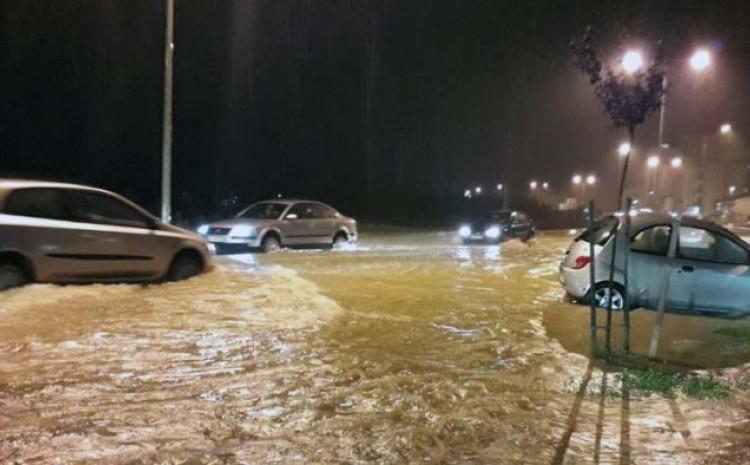Ulice pod vodom, otežan saobraćaj
