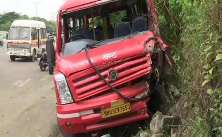 U nesreći je život izgubilo najmanje deset osoba, a spasilačke ekipe su i dalje na terenu