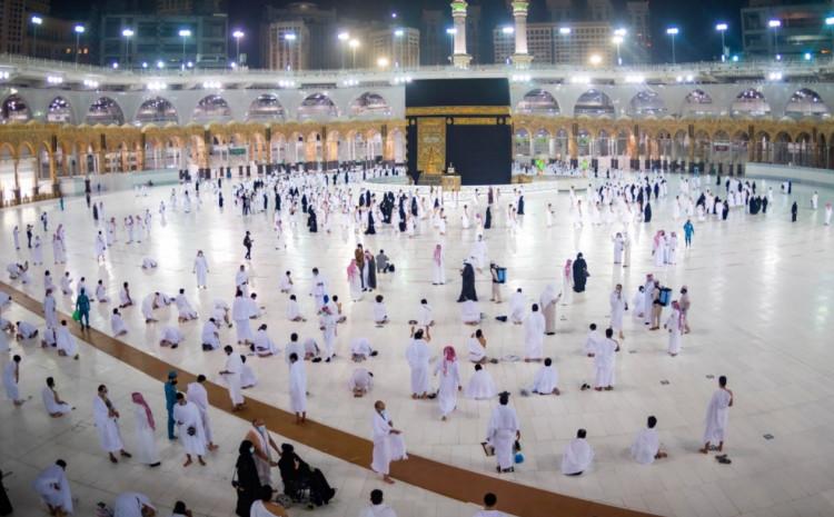 Saudijske institucije su na Twitteru objavile i fotografije klanjanja namaza
