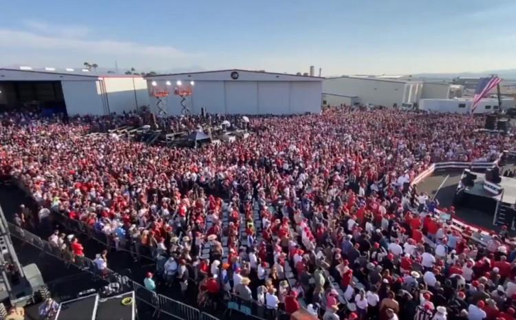 Veliki broj ljudi na skupu u Arizoni