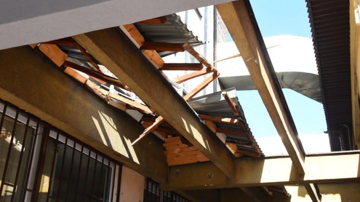 Probijen metalni krov