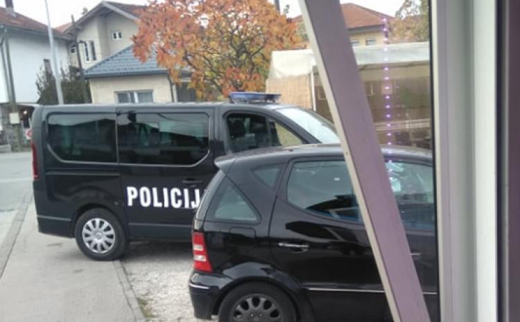 Razlozi policijskog prisustva u ovom objektu nisu poznati