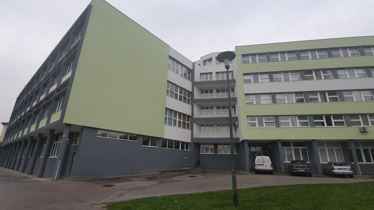 Elektrotehnička škola (lijevo)
