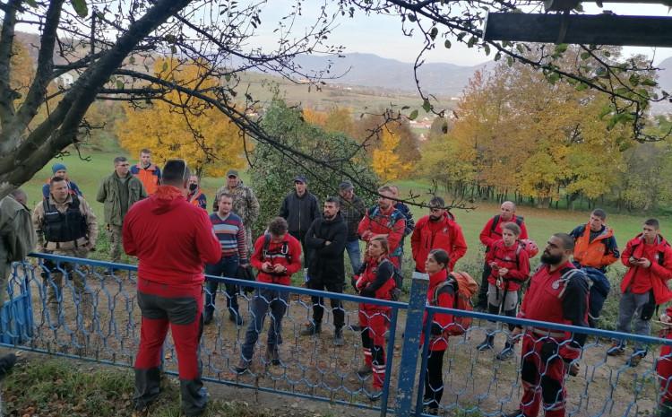 Brifing sa spašavateljima prije odlaska na teren