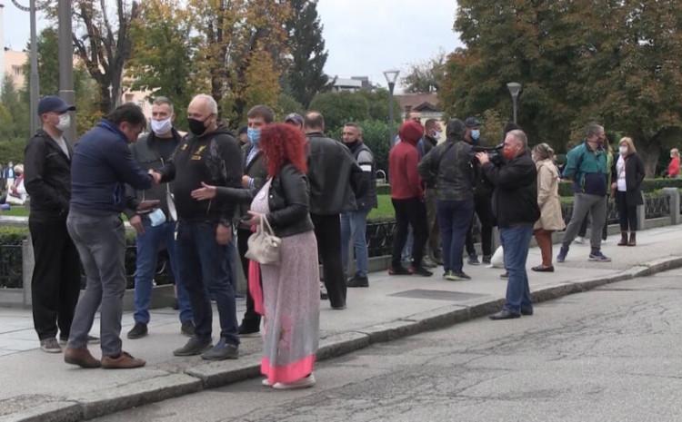 Protesti građana zbog mjera vlasti