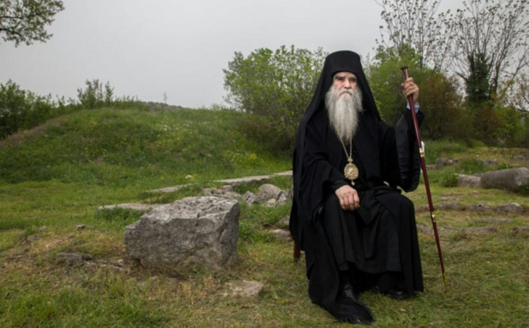 Lažne informacije o smrti Amfilohija