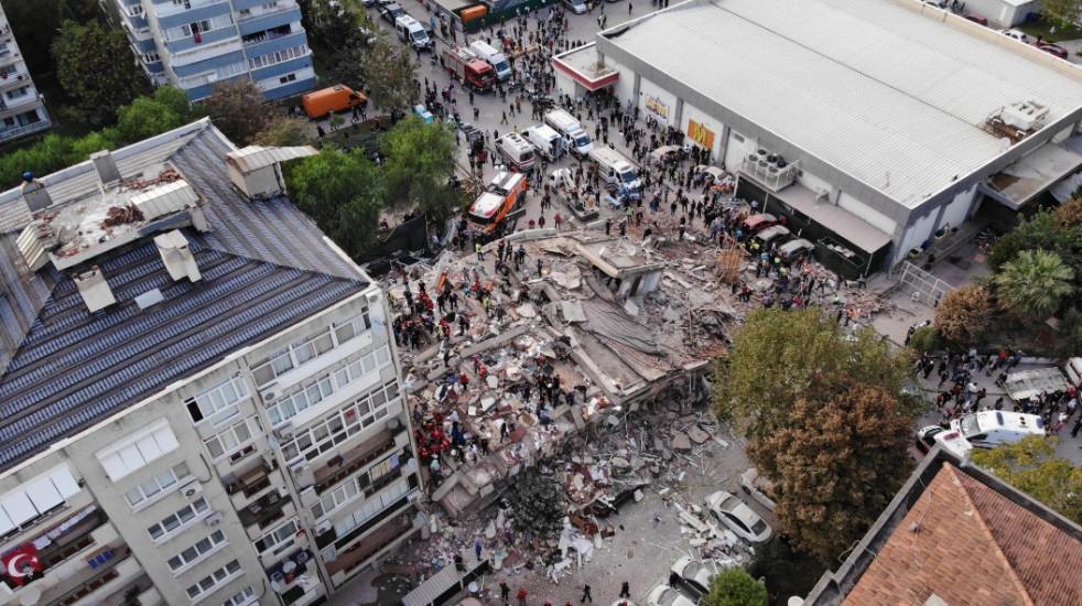 Fotografije nakon razornog zemljotresa u Izmiru