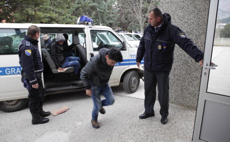 Policija privela tri osobe