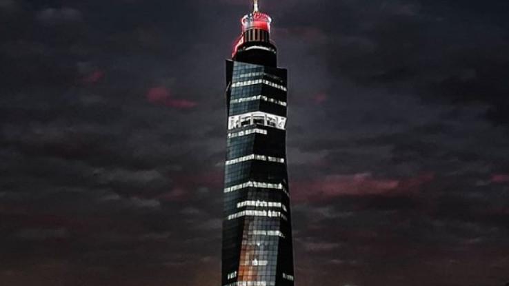"""""""Avaz Twist Tower"""" večeras osvijetljen u crveno-bijeloj boji"""