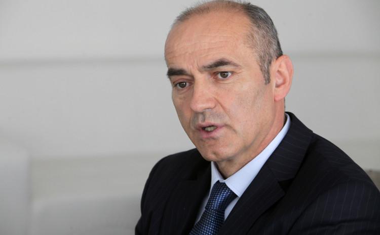 Rektor Rifat Škrijelj