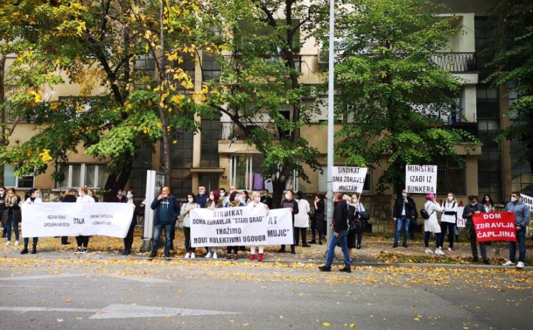 S protesta