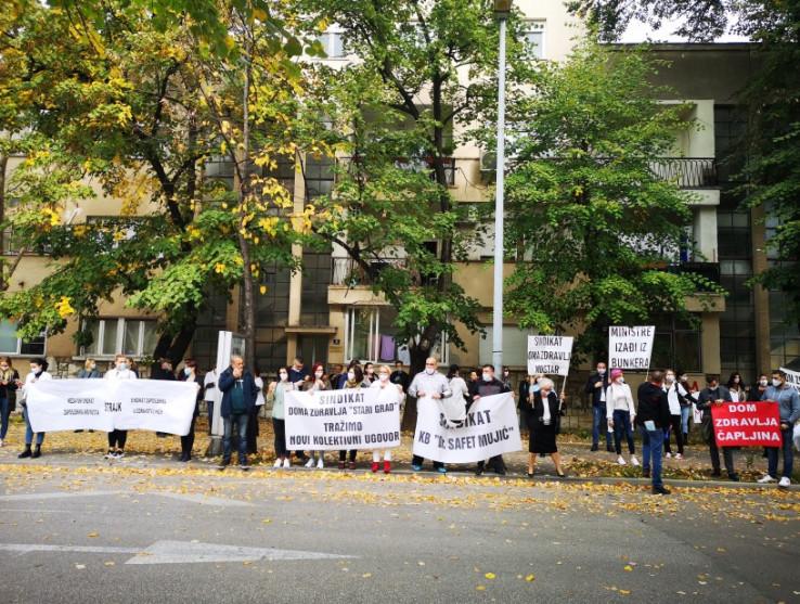 Zdravstveni radnici izašli na ulice