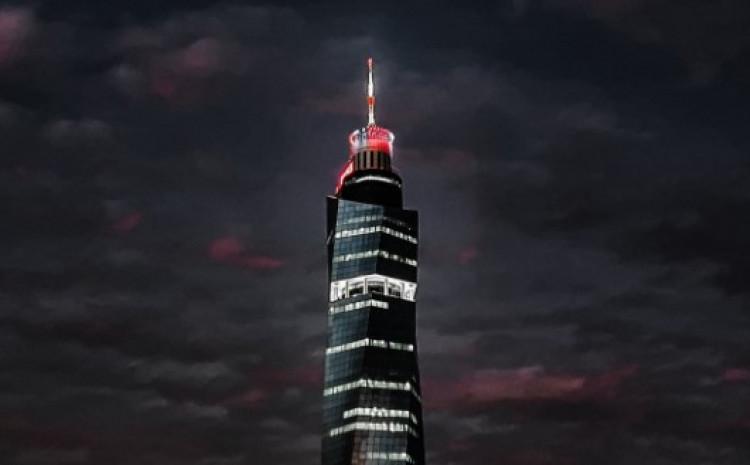 """Avaz Twist Tower"" u bojama zastave Austrije"