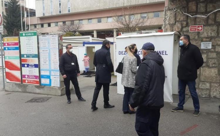 Članovi Komisije Skupštine KS pred ulazak u Opću bolnicu