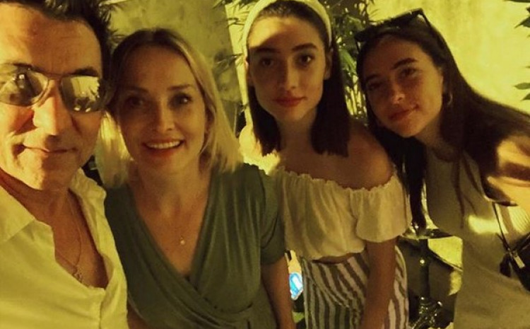 Đuro i Tanja sa kćerkama