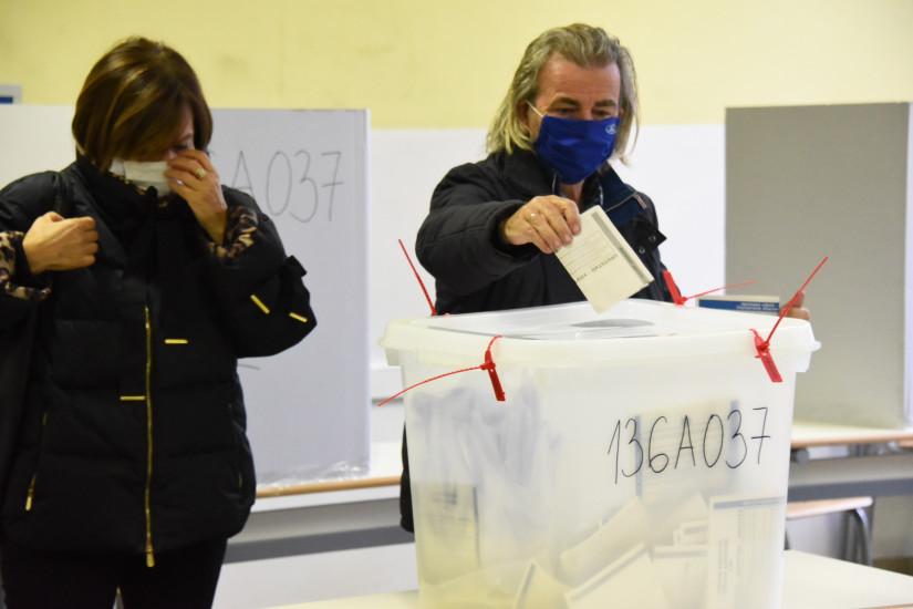 Građani izlaze na izbore