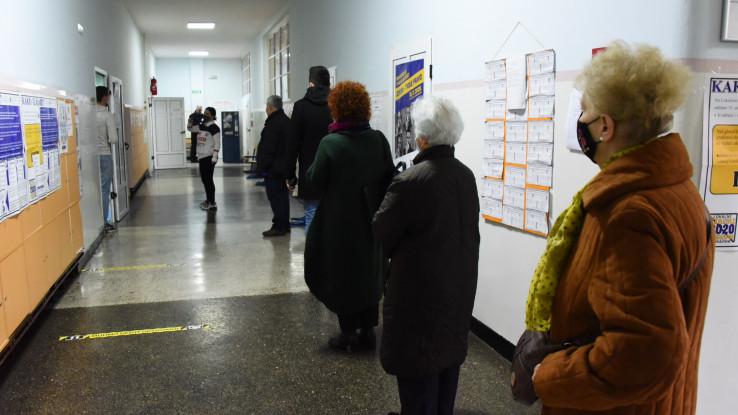 Prvobitno pristup na biračka mjesta nije bio omogućen najčešće pod izgovorom nemogućnosti poštivanja epidemioloških mjera