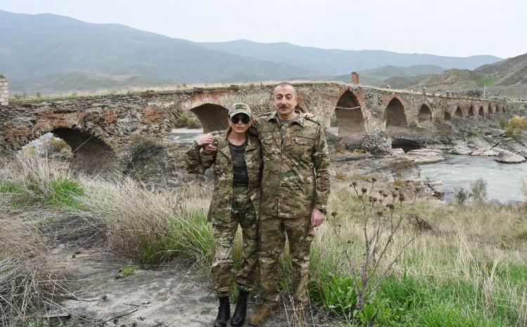 Predsjednik Azerbejdžana pozirao sa suprugom na oslobođenoj teritoriji