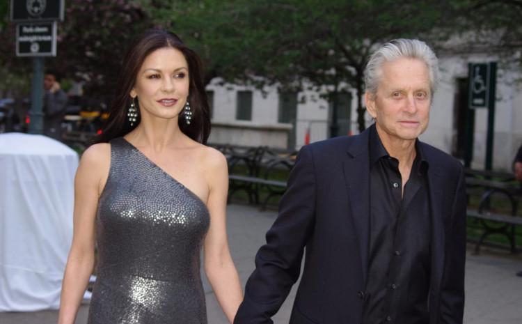 Ketrin Zeta Džons i Majkl Daglas