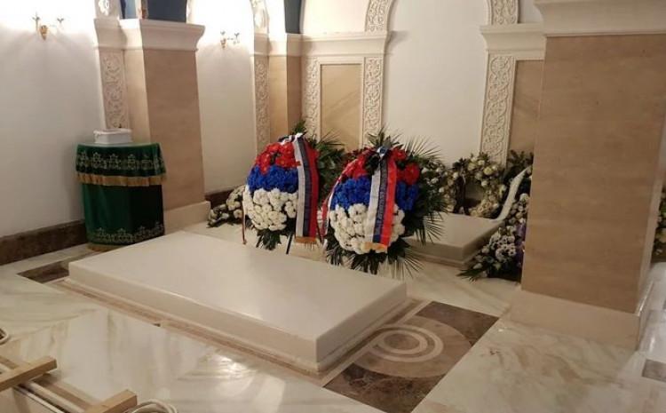 Sahranjen patrijarh Irinej U kripti Hrama Svetog Save