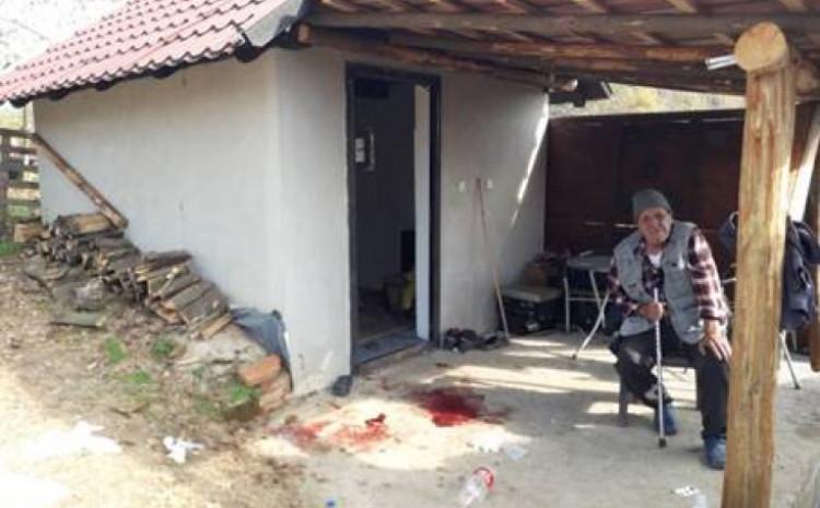 Krvavi tragovi ispred kuće u kojoj je pucano na Nusreta Džanića