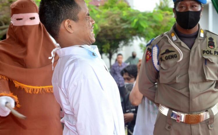 Gotovo 150 puta ga je šerijatski policajac udario u leđa