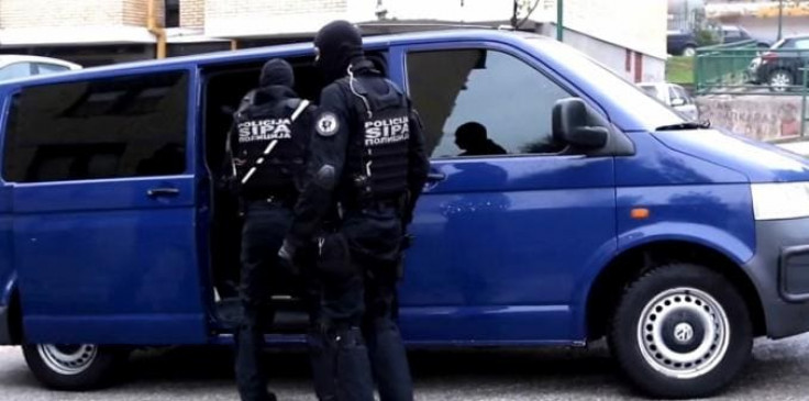 SIPA: Pretres na četiri lokacije, osumnjičene tri osobe