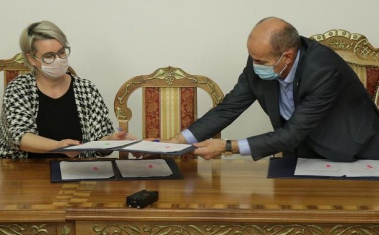 Detalj sa potpisivanja sporazuma