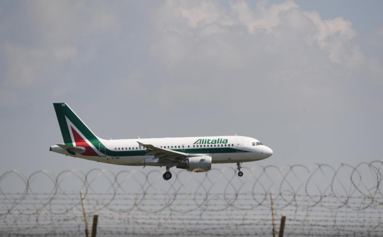 An Alitalia Airbus A319 comes in to land at Rome Fiumicino Airport, as the spread of the coronavirus disease (COVID-19) continues, Rome, Italy, April 24, 2020.