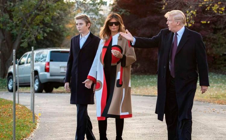 Donald i Melanija Tramp sa sinom Baronom
