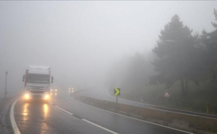 Saobraća se po mjestimično vlažnom ili mokrom kolovozu