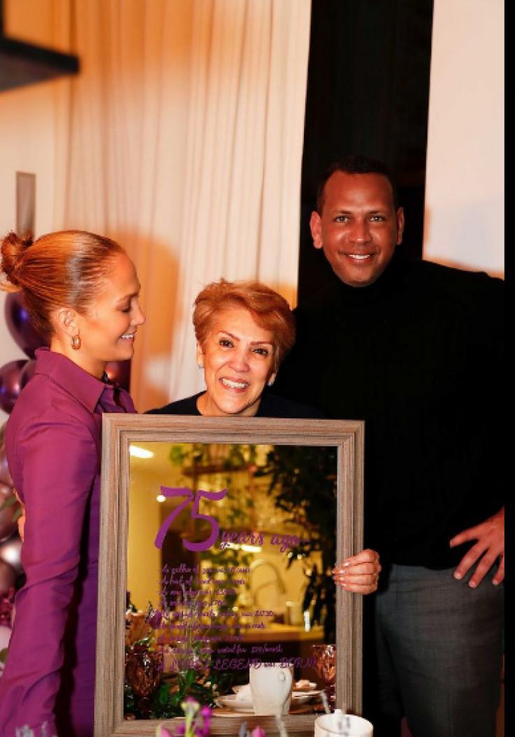 Dženifer i Aleks s majkom pjevačice