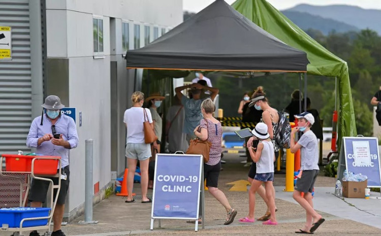 People line up for coronavirus testing in Sydney