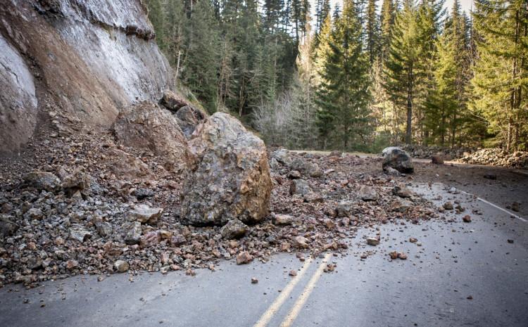 Učestali sitniji odroni zemlje ili kamenja