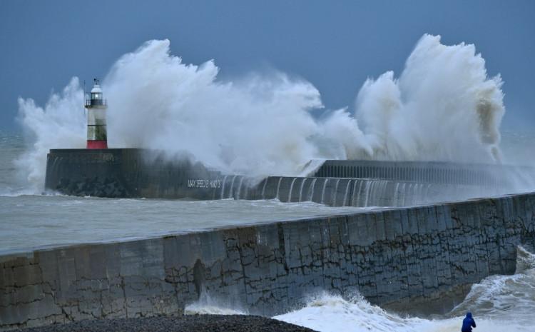 Veliki valovi na jugu Engleske