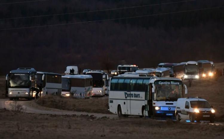 Autobusi s migrantima čekaju u Bihaću