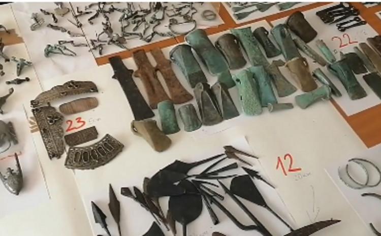 Ukupno su carinici izbrojali 2.113 predmeta