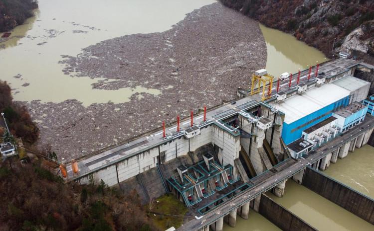 """Plutajući otpad kod Hidroelektrane """"Višegrad"""""""