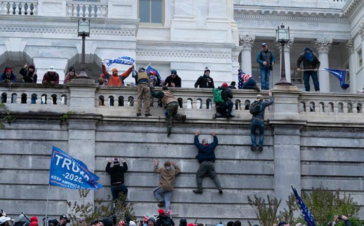 Vašington: Muškarac se pokušao popeti